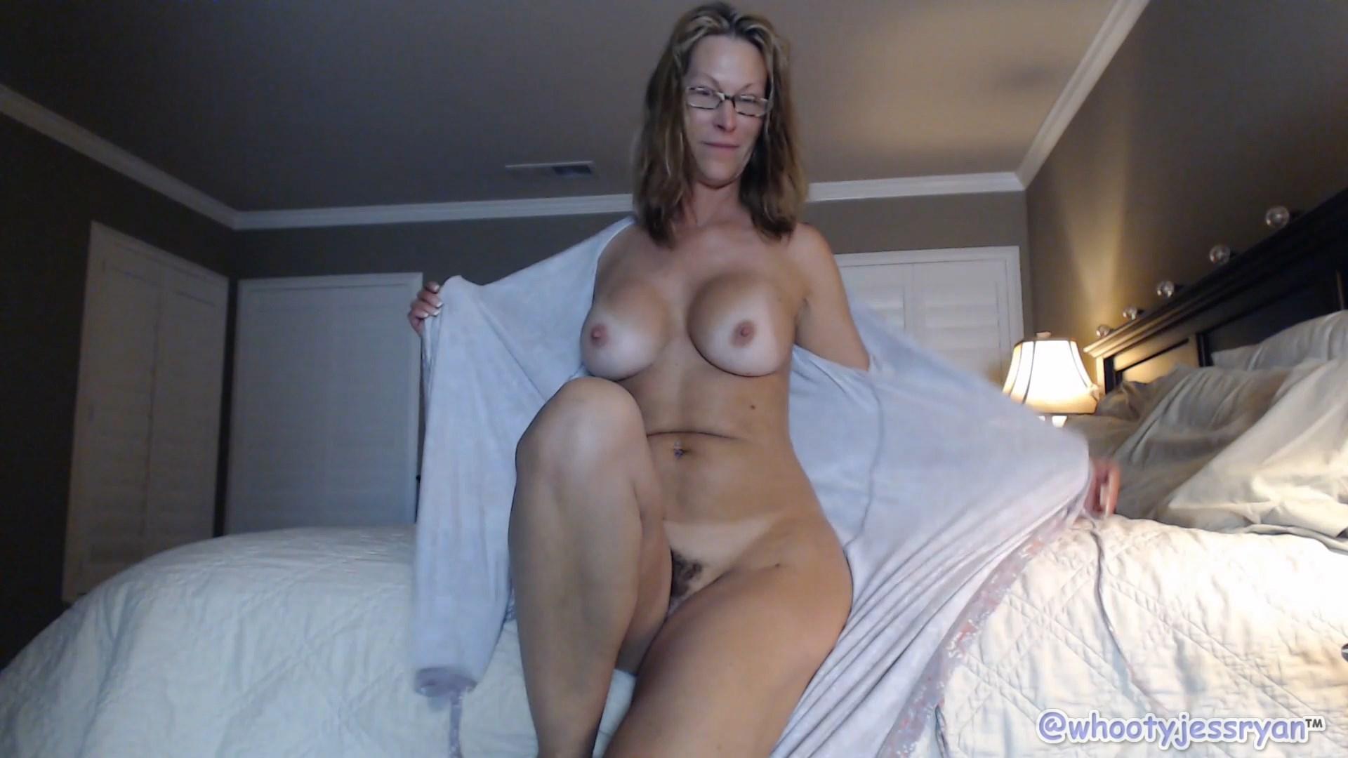 Cum on mommys ass - Jess Ryan