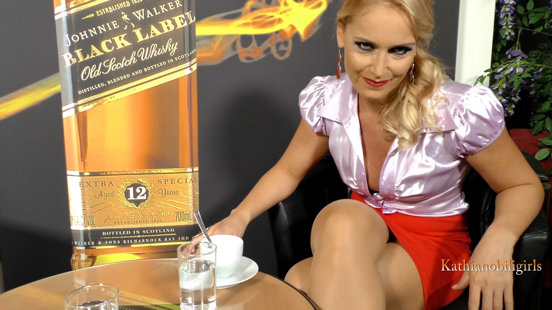 Your first experience of PUBLIC sex with your MOMMY!!! Could you wish for more this Christmas?! - Kathia Nobili