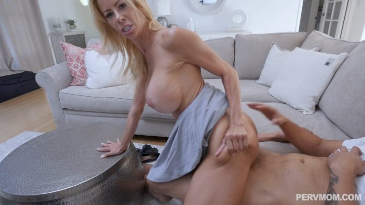 Perv Mom - Afternoon Snacking On My Stepson - Alexis Fawx