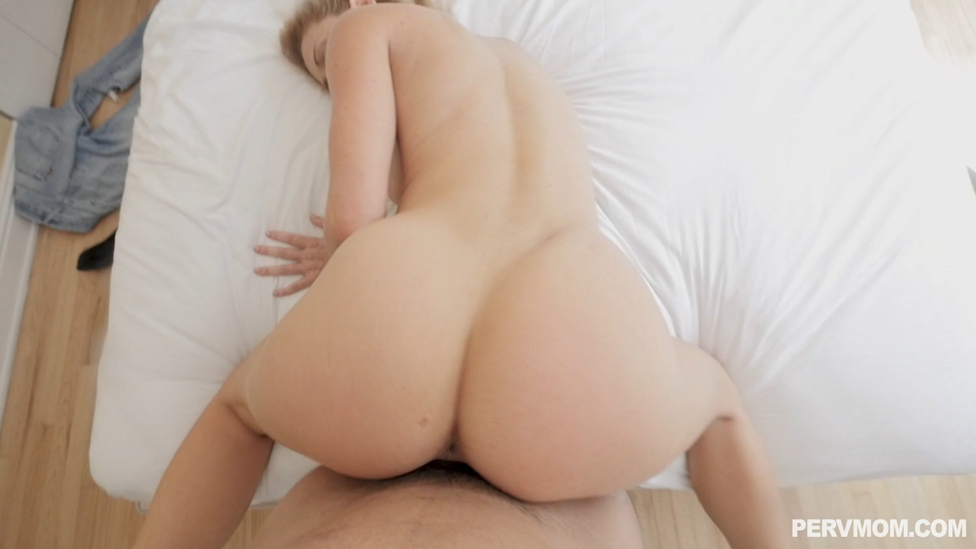 Perv Mom - Stepmoms Sex Drive - Cherie Deville