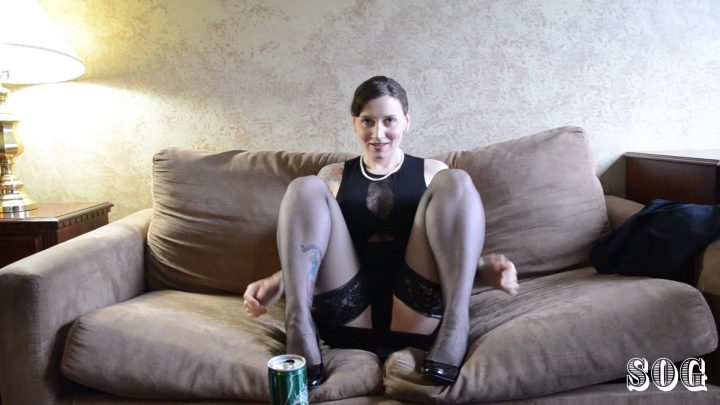 Soccer MILF Gapes And Gags - Bettie Bondage
