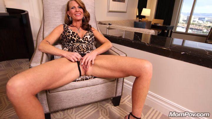 Mom Pov – Classy GILF loves deep anal sex – Tessah