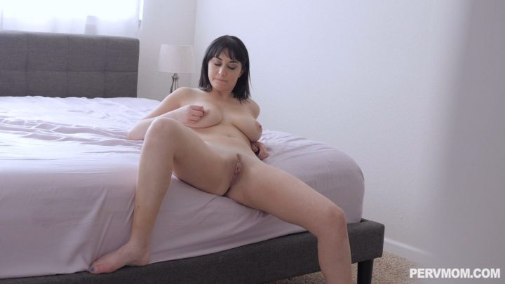 Perv Mom - Stepmom Goes To The Spank Bank - Alessandra Snow