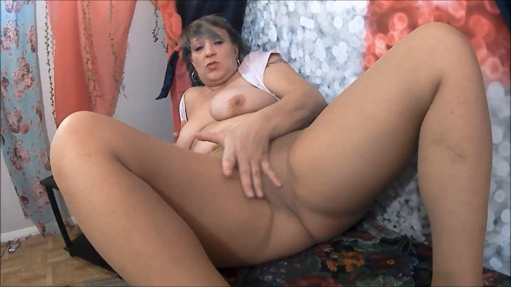 MOMMY WANTS YOUR SPERM - Naughty Nikki 777