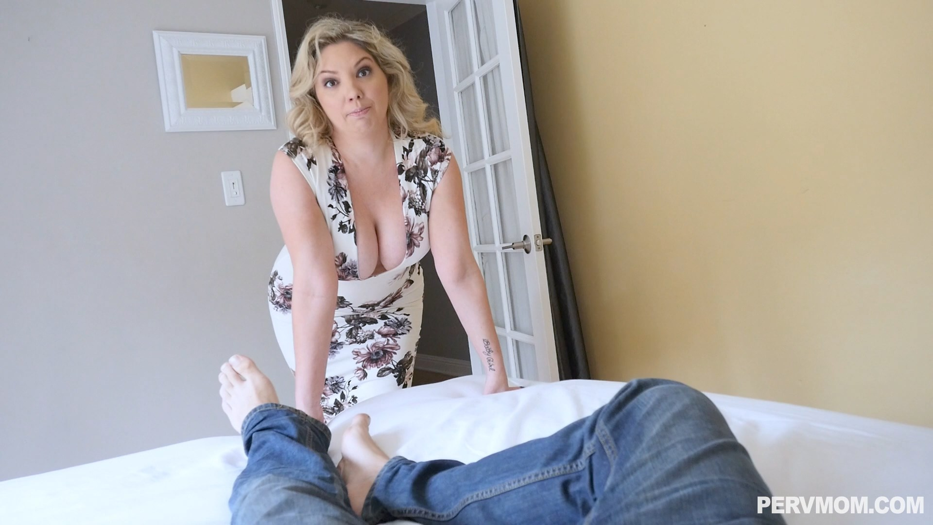 Perv Mom - Knock Before You Enter - Kiki Daire