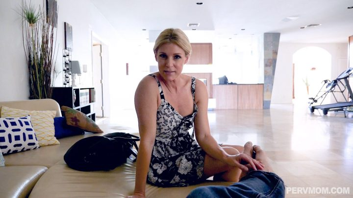 Perv Mom – Stuffing Stepmom Like A Turkey – India Summer