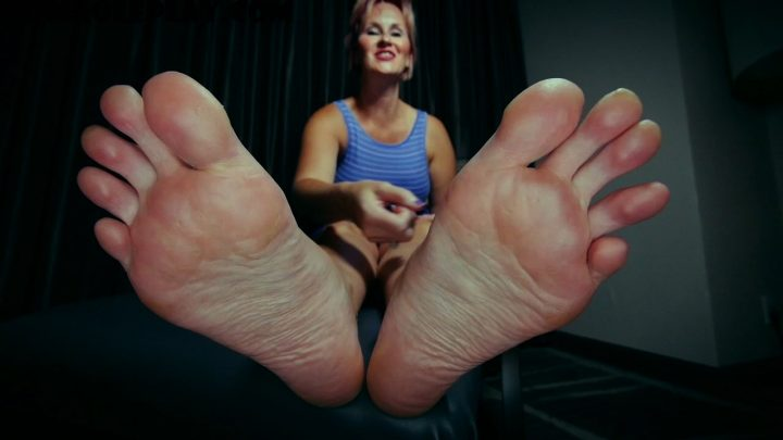 Perversion Productions - Mommy's Big Feet Beet MP4