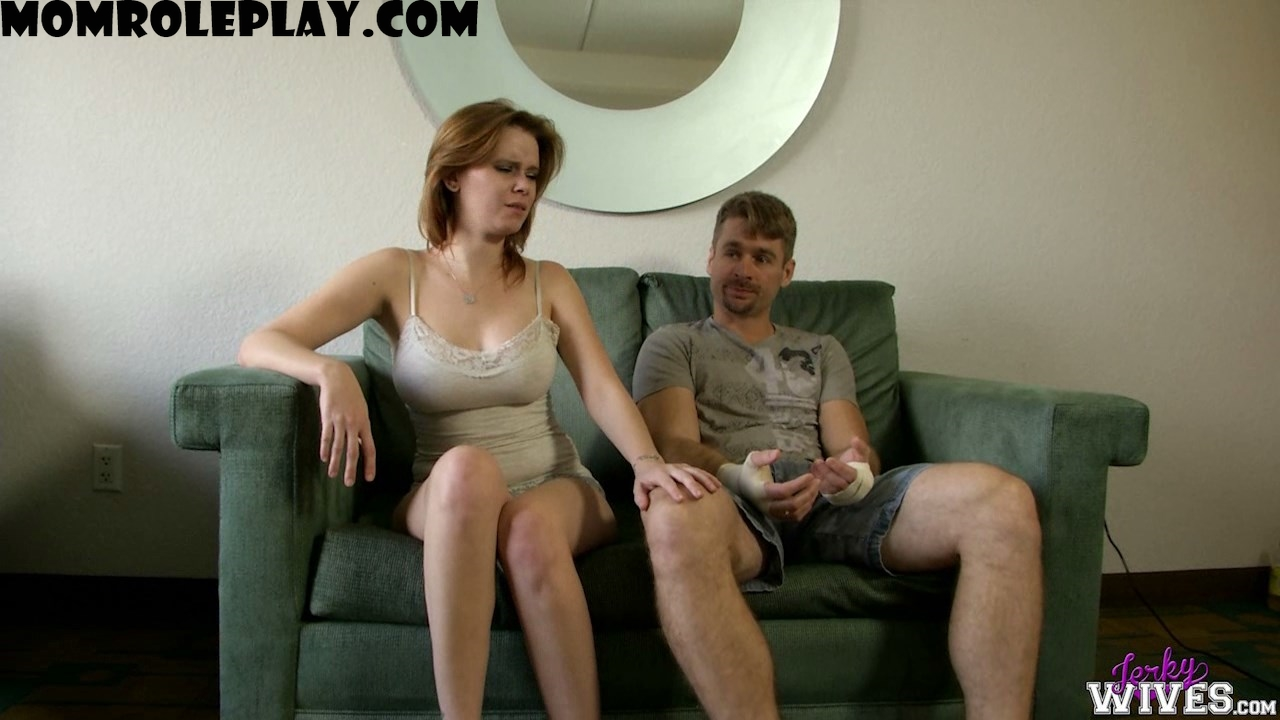 Jerky Wives - Vanessa Vixon in Mom Lends a Hand - Sunday - 720p