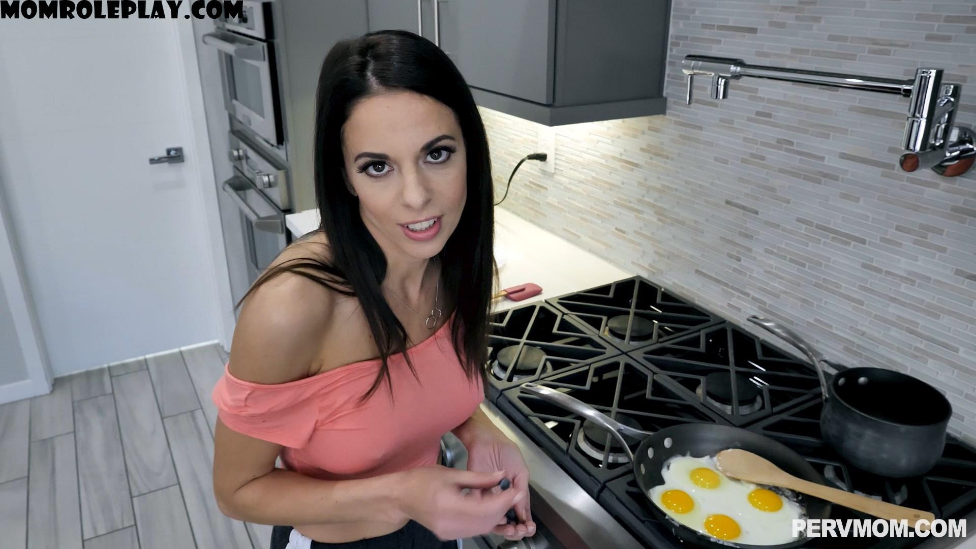 Perv Mom - Eva Long - Breakfast And Head 1080p