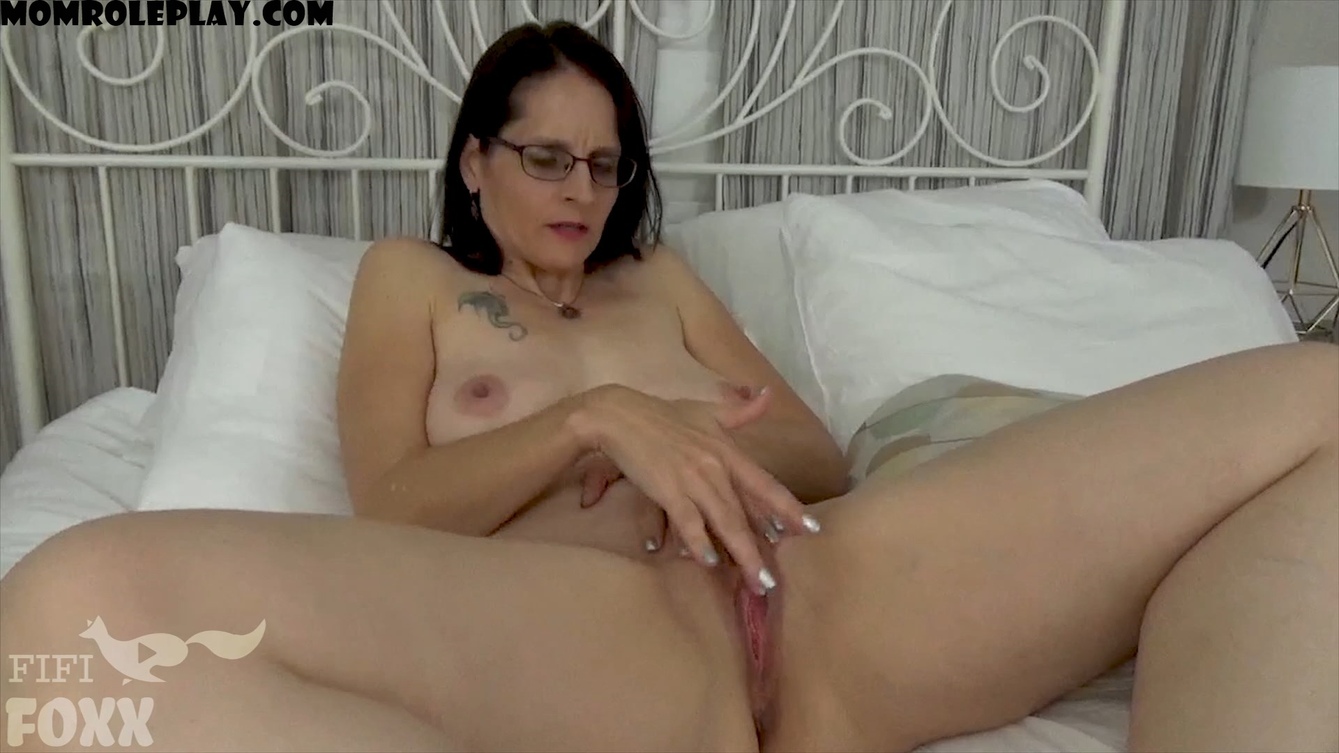 Fifi Foxx Fantasies - That's My Mom! Wait, That's Me?! - Son Discovers He's Inside His Mom's Body - HD 1080p - Christina Sapphire