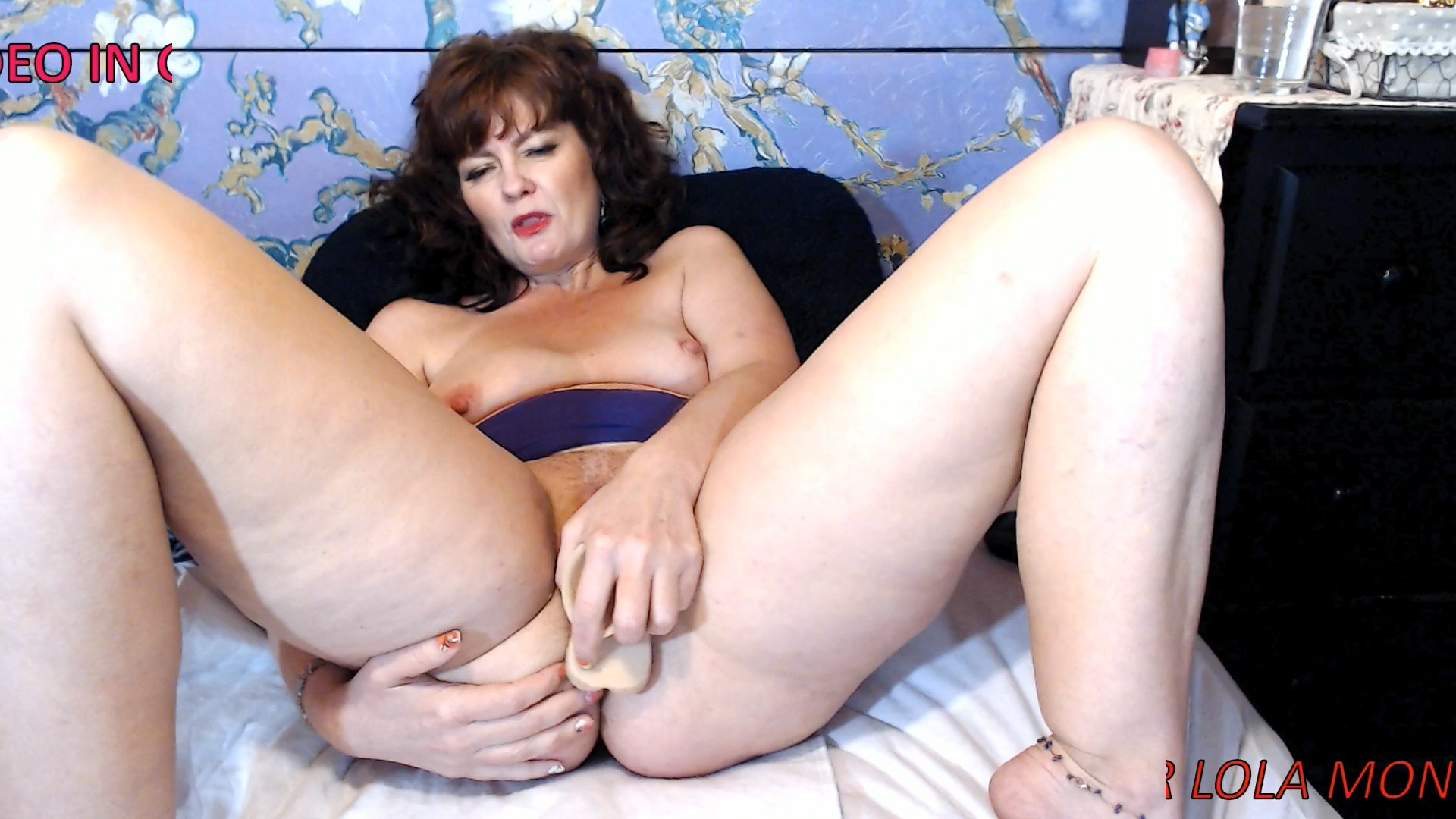 Cinnamonngirll - Mommy gives wet sloppy blow job