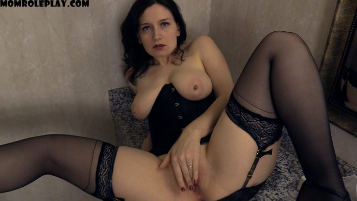 Bettie Bondage – Stuck in the Bathroom with Your Horny Mom