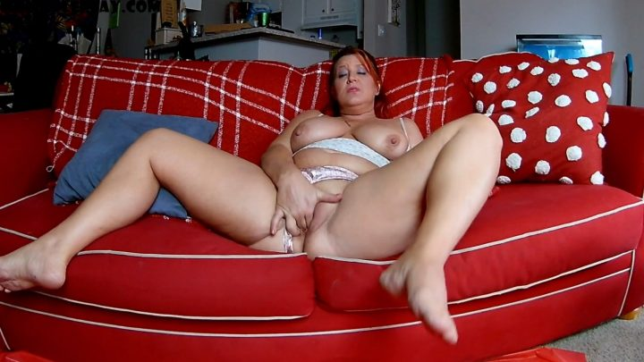 Naughtynikki777 – MOMS PANTIES PULLED TO THE SIDE AND PEE