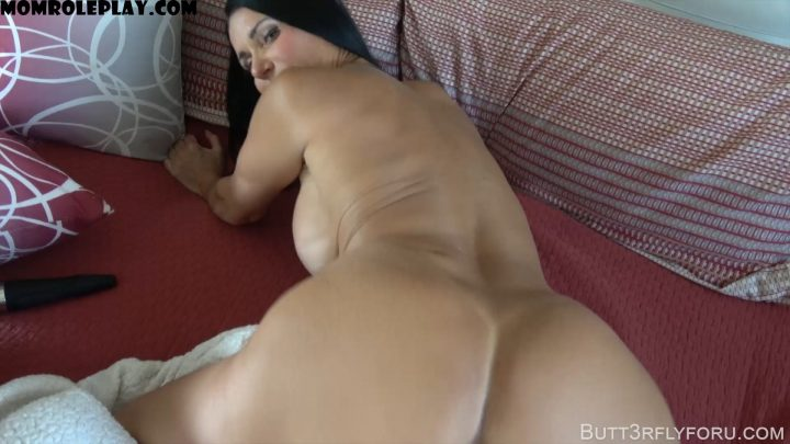 Butt3rflyforU Fantasies – Daddy Is Out On Business And Mommy Is Horny