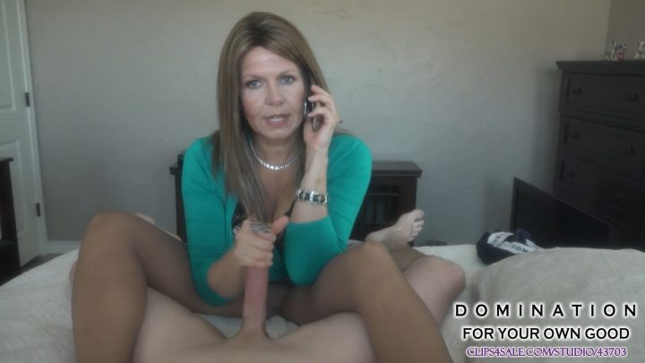 Katherine Worthington – Mom jerks off son while on phone with Dad 1080p