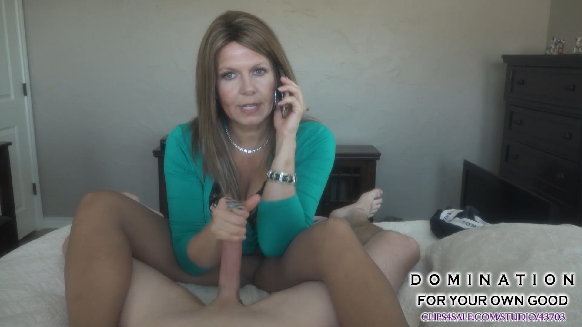Katherine Worthington - Mom jerks off son while on phone with Dad 1080p