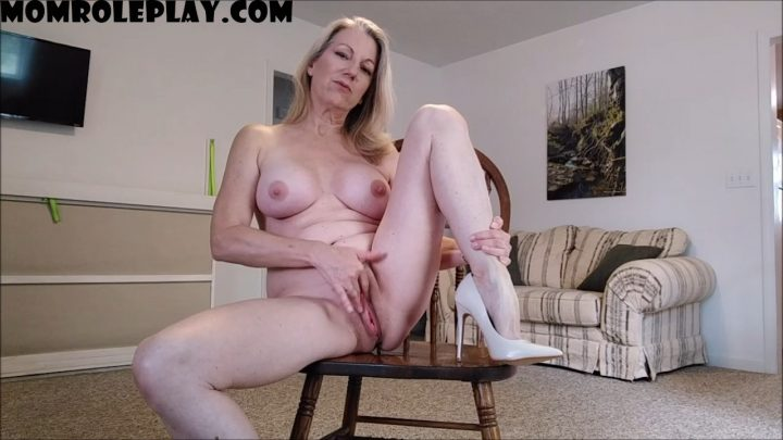 MoRina – Mommy Makes Masturbation Memorable