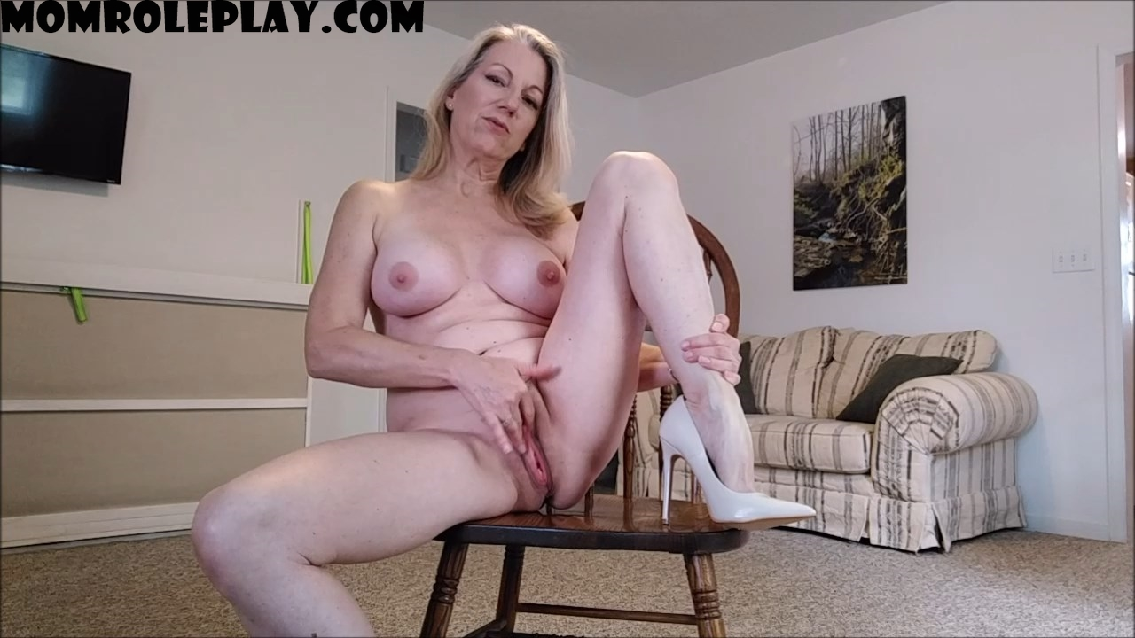 Mo Rinas - Mommy Makes Masturbation Memorable