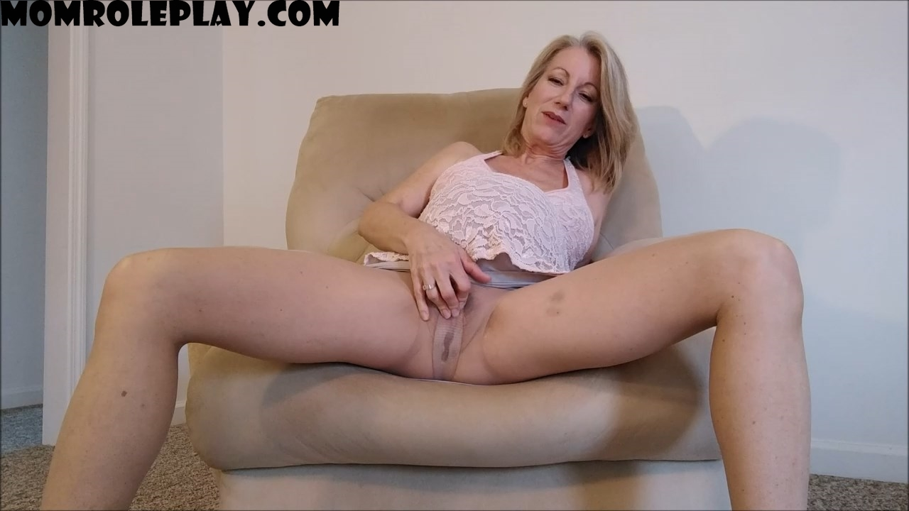 MoRina - Your Pregnant Mommy Masturbates For You