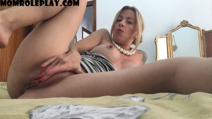 The Charlie Z – sexy milf mom begs for your cum