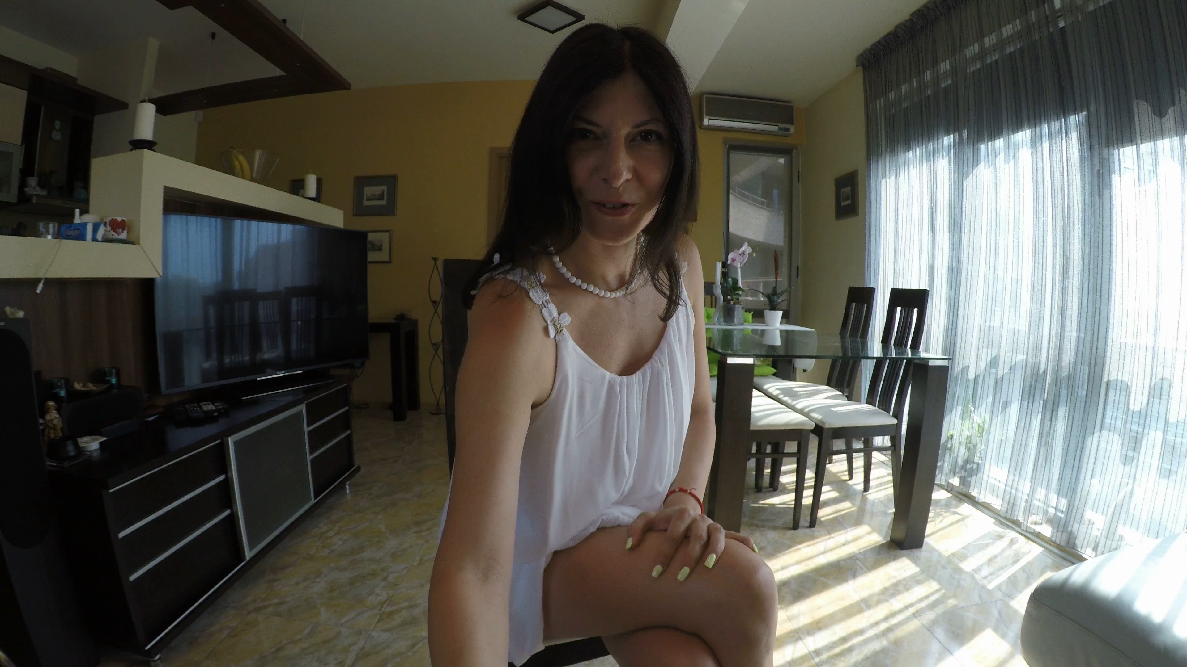 Julia Jordan - Mom`s Handjob and Pee POV