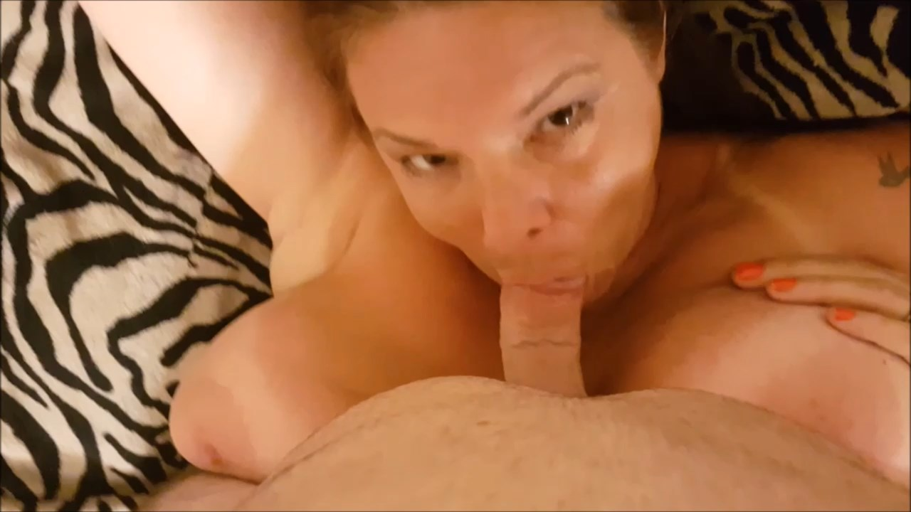 Milf Carrie Moon - Stepmom needs a massage gets a facial