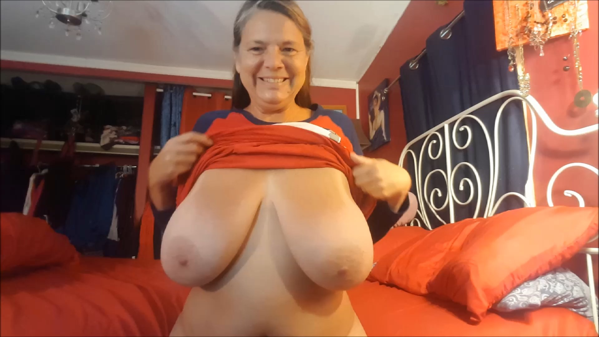 Milf Carrie Moon - Stepmom shows her Massive Tits and Butt
