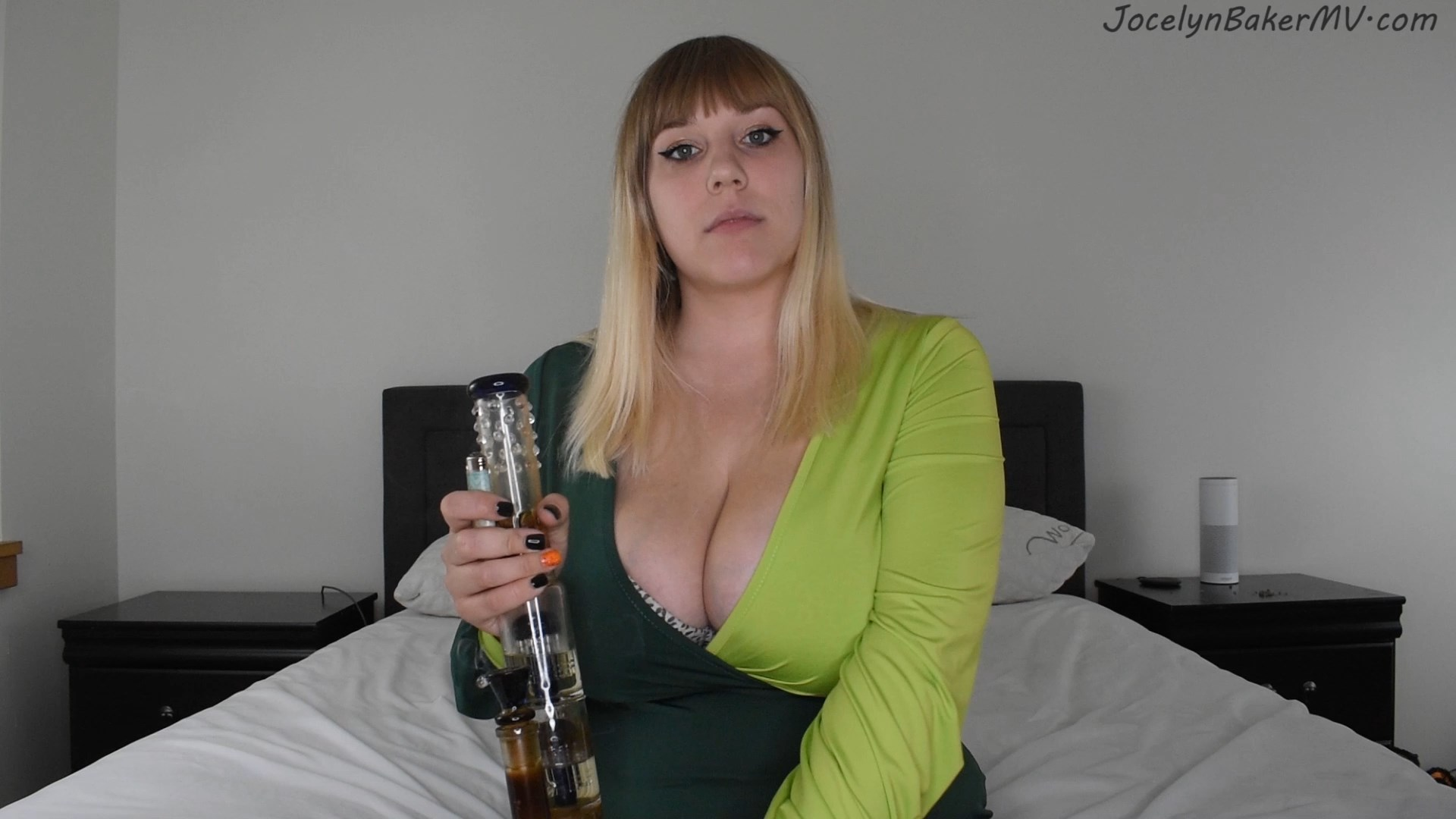 Jocelyn Baker - MOMMY SMOKES YOUR STASH
