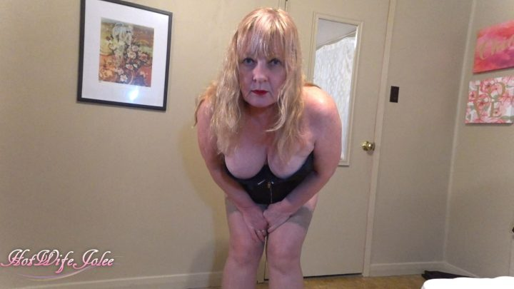 Hot Wife Jolee – Mommy sees your tiny penis