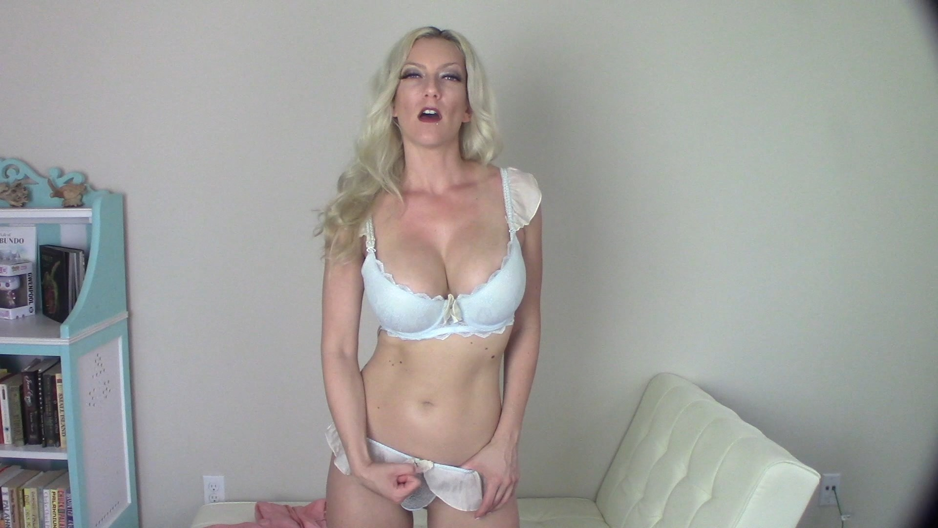 Goddess Gwen - Eat your cum for step-mommy
