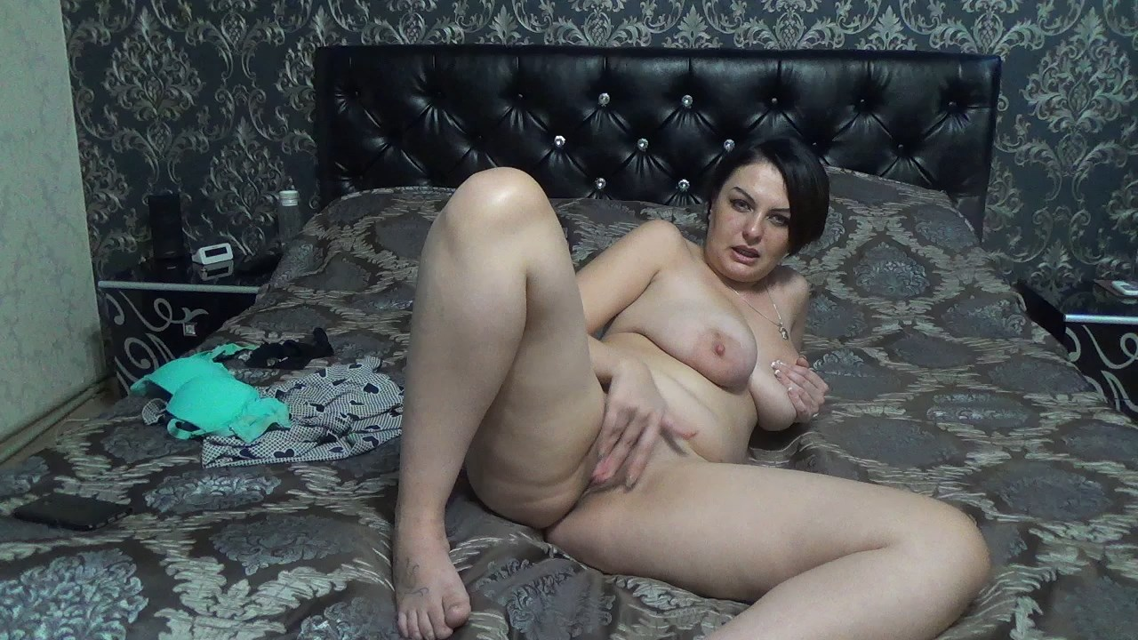 Kate BB - Stroke for your sexy step-mom