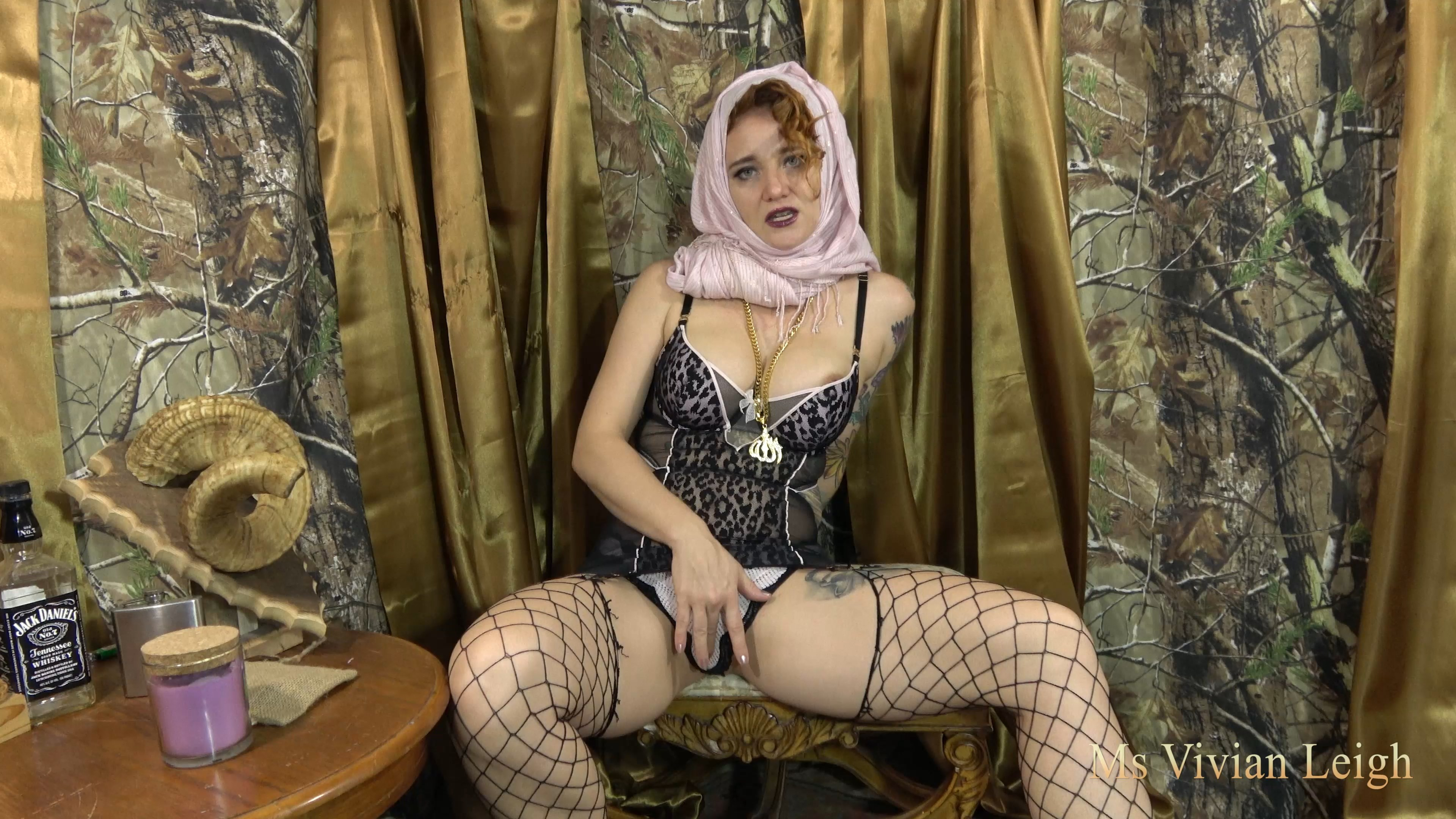 Ms Vivian Leigh - HIjabi Stepmom wants a sissy 4K
