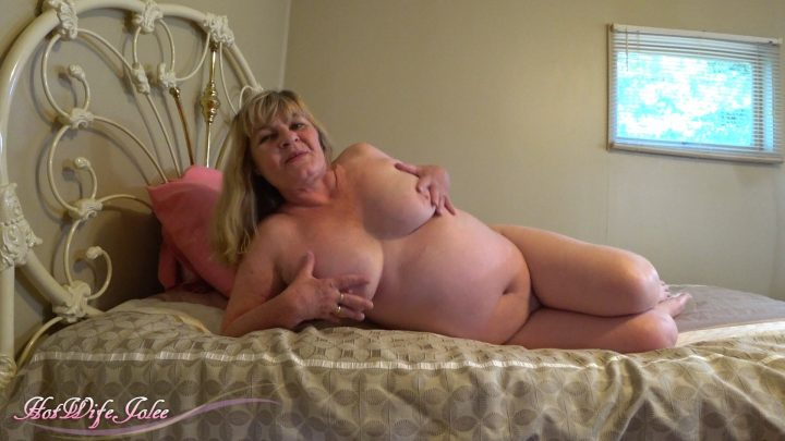 Hot Wife Jolee – Naked Mommy Gives Special Attention