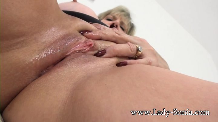 Lady Sonia - Auntie Having A Wank In Close Up