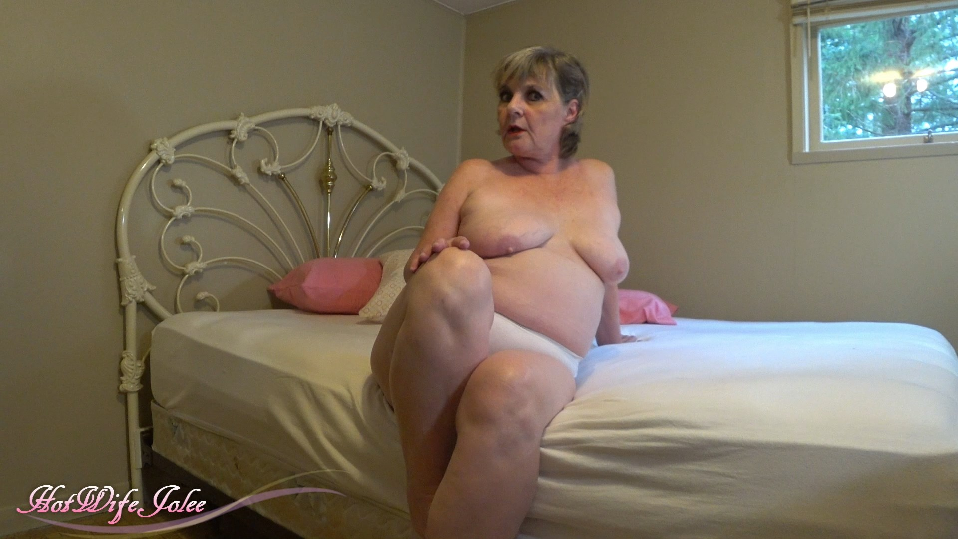 HotWifeJolee - Help Mommy Choose Her Panties Today