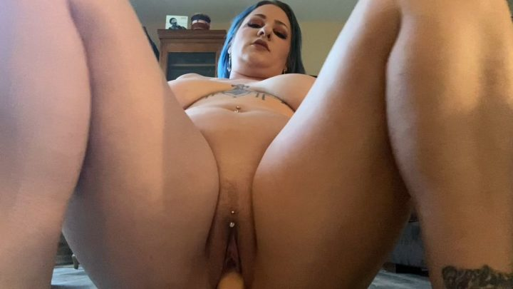 Scarlet Ellie – Creampie Mom After Catching Her Do Yoga