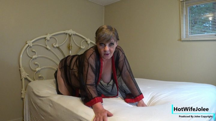 HotWifeJolee – Daddy is away Mommy wants to play