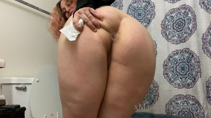 xMaddisonMoorex - Mommy Farts in the Toilet