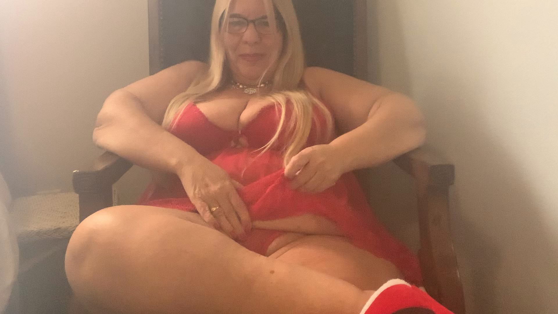 BBW Sweet Aimee Luv - Sexy Mommy Shares Her Christmas Outfit