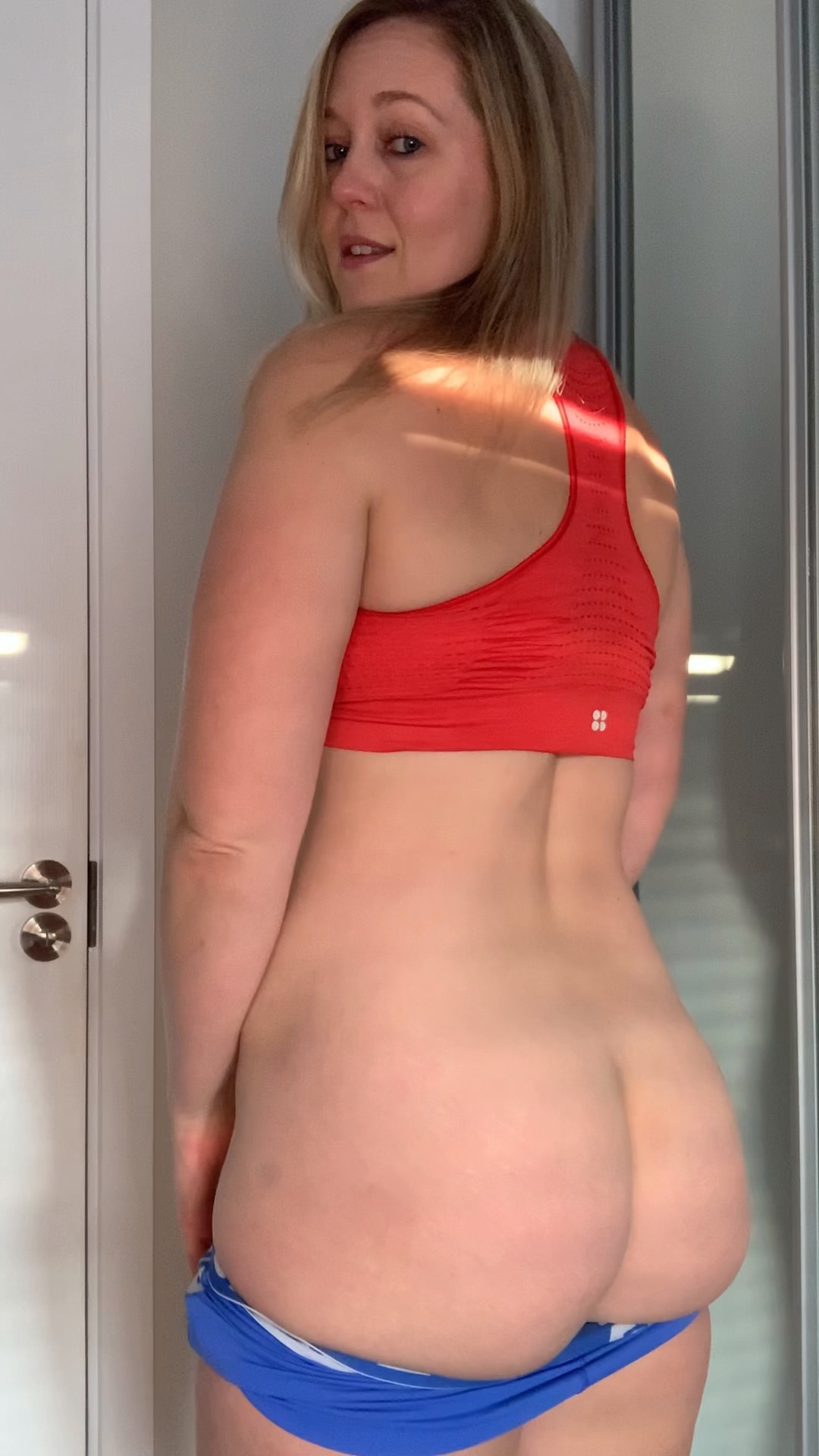 British MILF - Fun with Mummy After the Gym