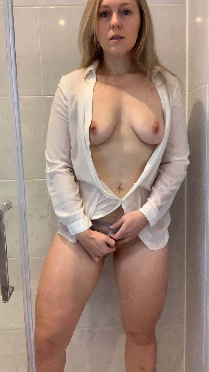 British MILF – Mummy Had a Shower… with Her Clothes