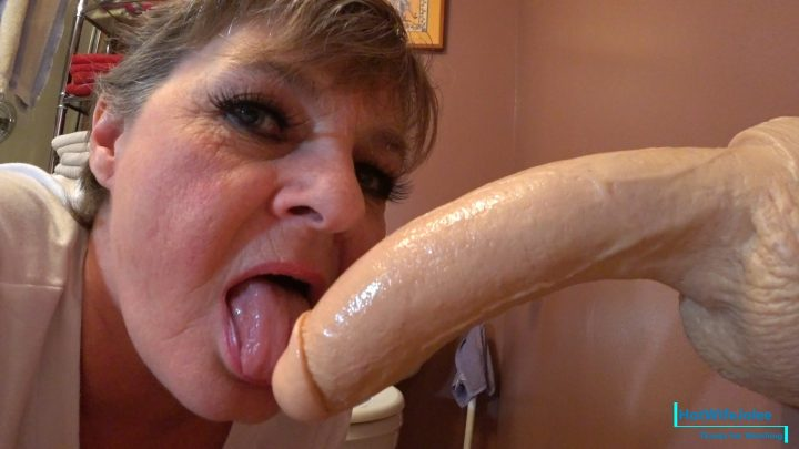 HotWifeJolee – Step Mom Intrudes on Bathroom Privacy