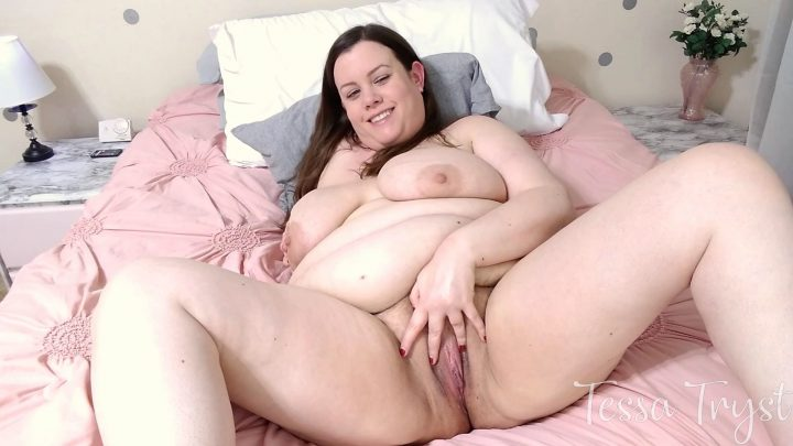 Tessa Tryst - Chubby Mommy Comforts You After Breakup