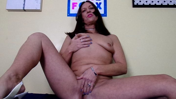 Mature Milf BarbFoxx – Your Stepmom is a Sex Starved Cougar