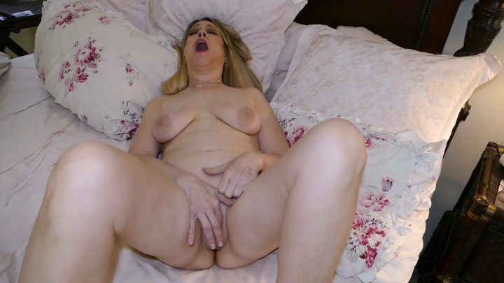 Nudist Hottie – Son Wakes Mommy, Massages All Her Body