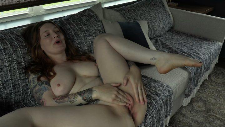 Bettie Bondage – MILF's Pussy Bukkake